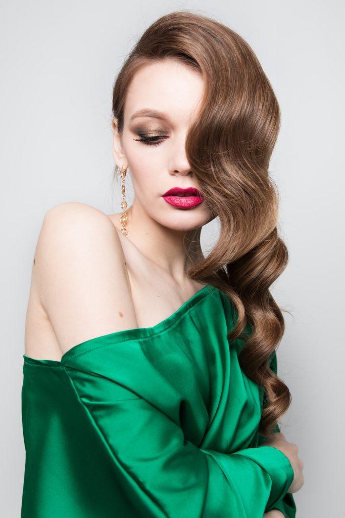 вечірня зачіска на довге волосся