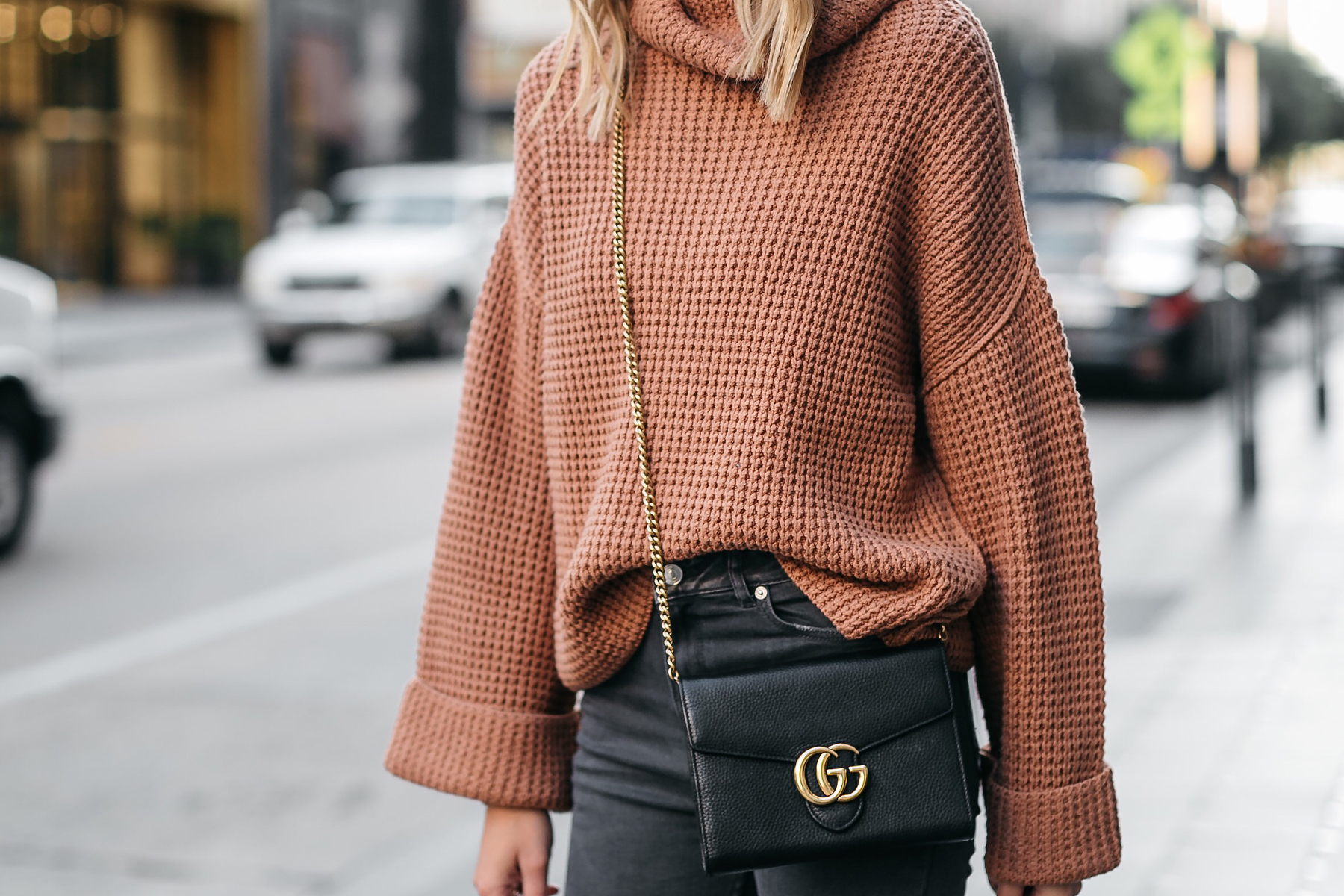 Jackson-Oversized-Sweater-Free-People-Park-City-Pullover-Tan-Sweater-Gucci-Marmont-Handbag
