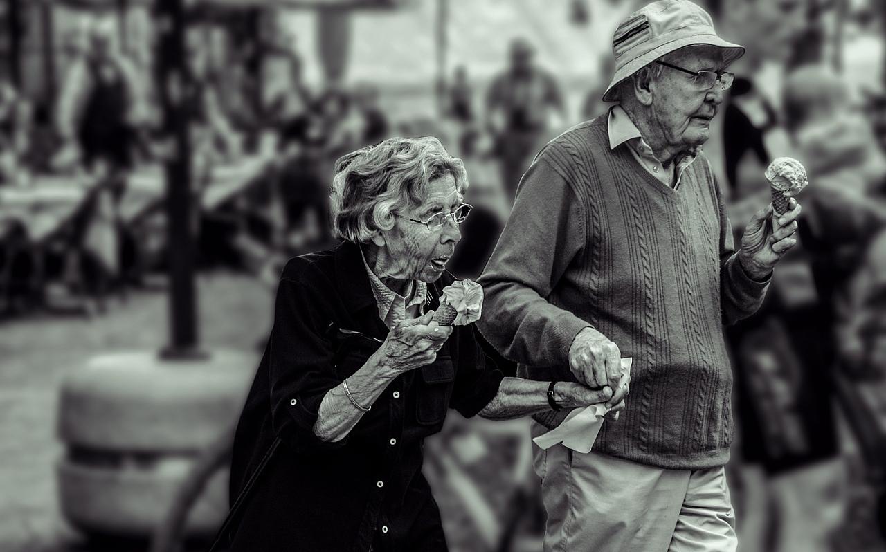Завдяки чому люди живуть разом десятки років: 10 причин, про які ми забули