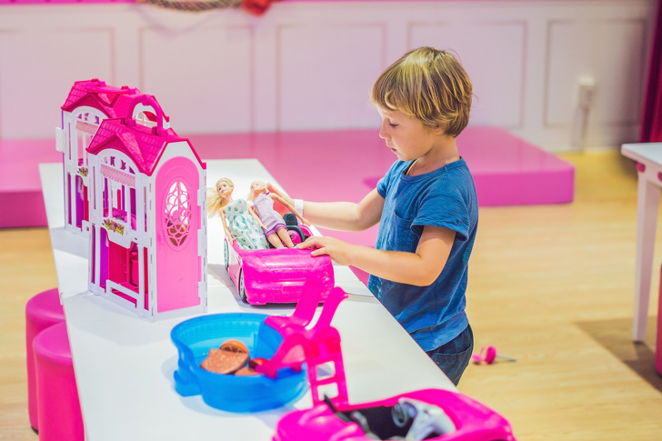 Звідки взялося правило купувати дівчаткам все рожеве, а хлопчикам - блакитне