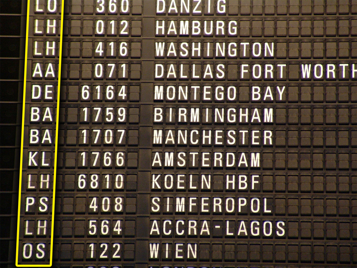 Як розшифровується номер рейсу літака і чому корисно вміти його читати