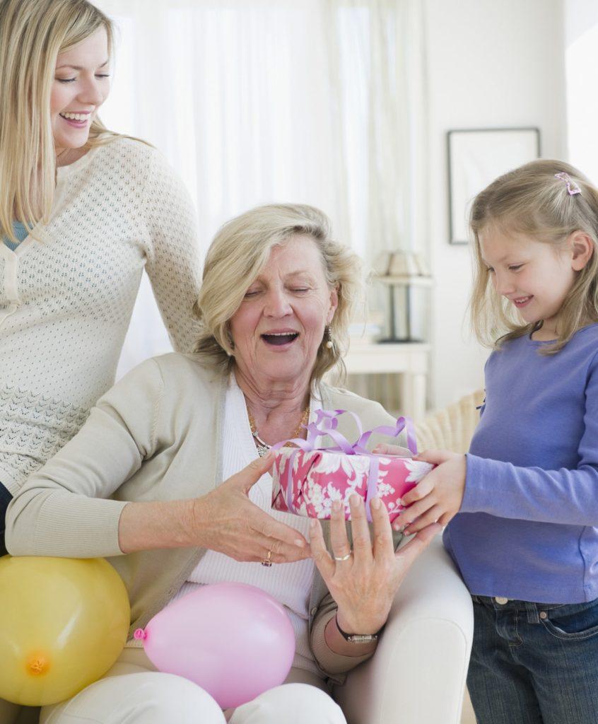 Що слід врахувати при виборі подарунка для мами
